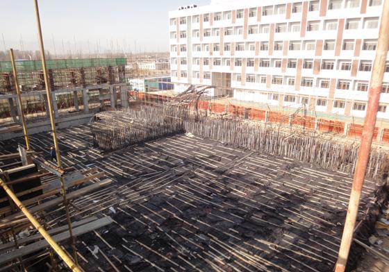 冬季施工阶段,其中主楼项目a区